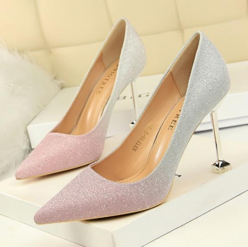 Charming Gradient Shallow Tip Pumps