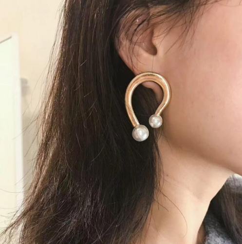 Charming Simple U-shaped earrings