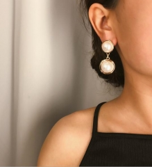 Charming Simple pearl drop-shaped pendant earrings