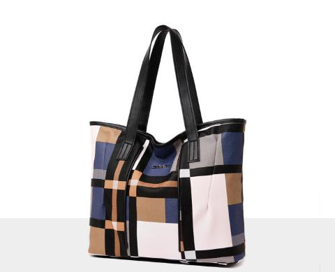 Charming Plaid contrast shoulder bag
