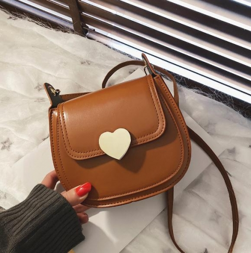 Charming Heart Lock Retro Shoulder Bag