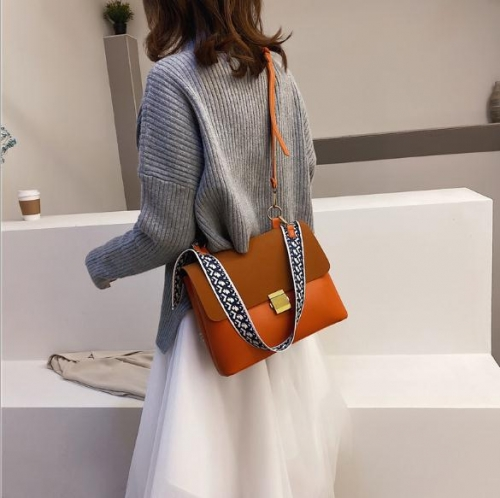 Charming Wide shoulder strap shoulder bag