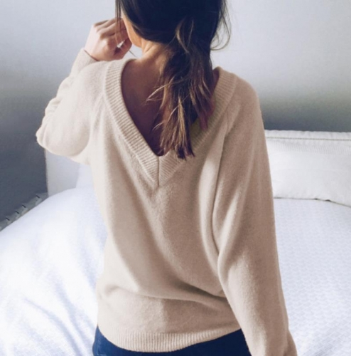 Charming Long sleeve pullover open back sweater