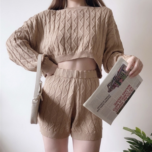 Twist knitted sweater + shorts suit