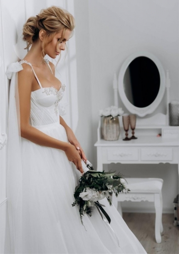 Sweetheart Beaded Sleeveless Ivory Tulle Bridal Gown Wedding Dress