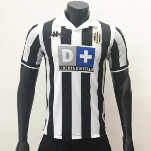 Juventus 1999/2000 home jersey (customizable number and name)