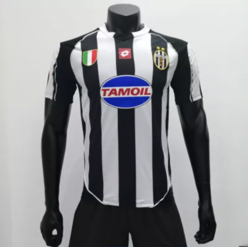 Juventus 2002/2003 Home Retro Champions League Jersey (customizable number and name)