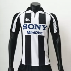Juventus 19971998 Home Retro Football Uniform (Customizable Number and Name)