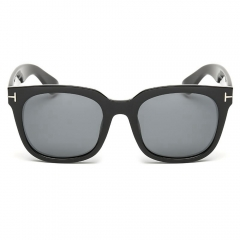 Polarized Classic Sunglasses LM8305 (52-15-141)