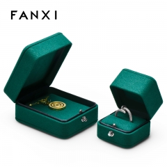 Green microfiber jewellery packaging box for ring pendant
