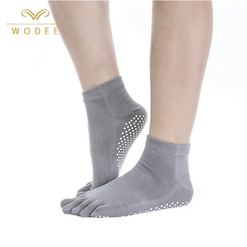 Wholesale five fingers cotton yoga socks for women with grip non slip