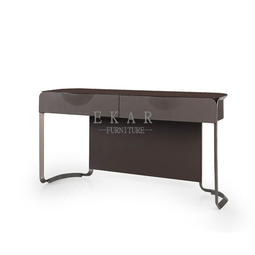 Preforming matel in black sand desk
