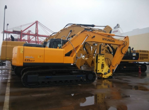 On Sep 25th one unit excavator 225lc-7 shipped to Algeria