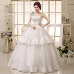 The bride's fashion shoulders are thin and thin straps wedding dresses