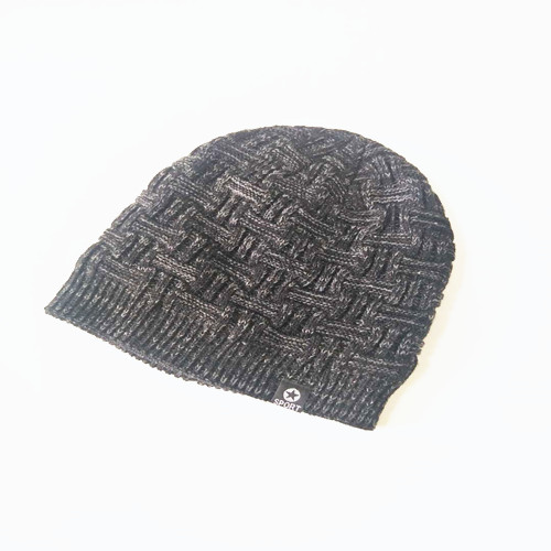 Cable Knitted Cap With Star Symbol - The Perfect Beanie for Your Winter Collection