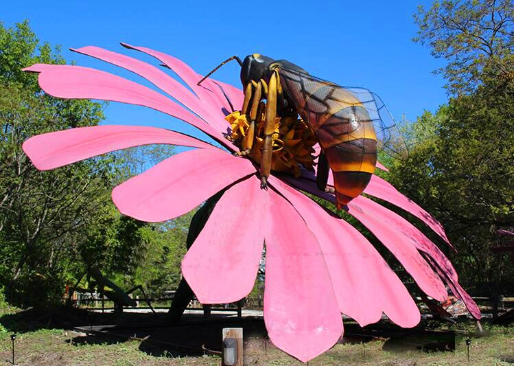 Giant Size Animatronic Insect Replicas for Russia