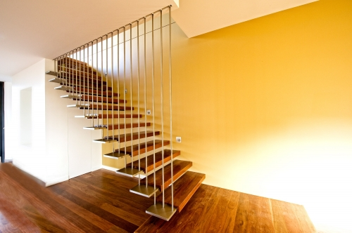 Steel plate floating staircase-Allandhousing