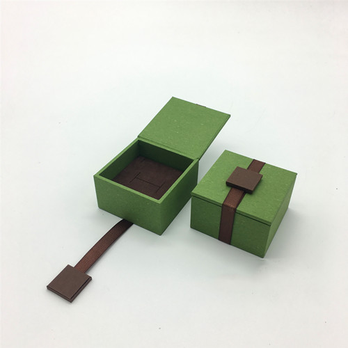 G Series Wood Ring Box with Magnet