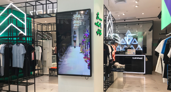 "65"" LCD advertising player for clothing store"