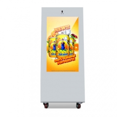Outdoor battery powered digital signage
