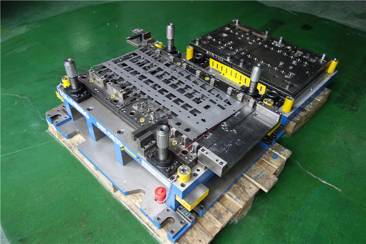 Automotive stamping die , automotive deep drawing mould