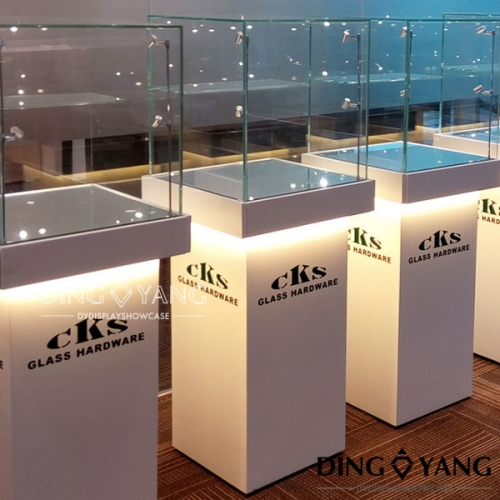 Jewellery Shop Showcase Design