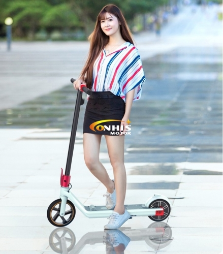 Wholesale 24V 150W Light Weight Folding Electric Kick Scooter for Women and Children