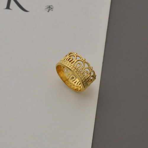 Crown inspired statement ring in 14k gold plating stainless steel
