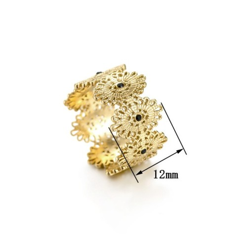 Lace inspired ring with black cubic zirconia in 14k gold plating