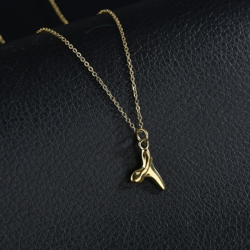 Lasting shining shark tooth necklace in gold palting stainless steel