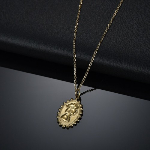 Oval queen medallion necklace in yellog gold plating steel