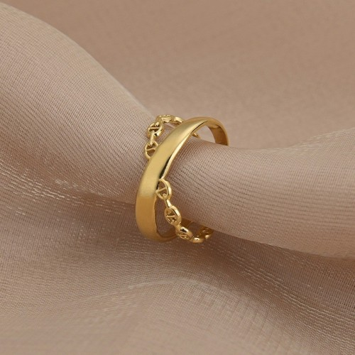Chain link inspired infinity ring in gold plating stainless steel